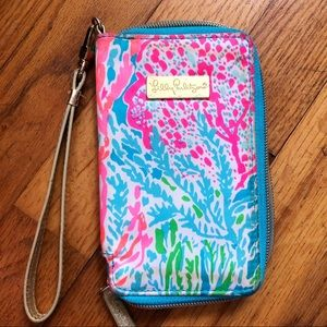 Lilly Pulitzer wristlet with phone pocket